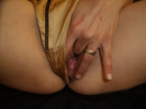 used_panties_gold_0009